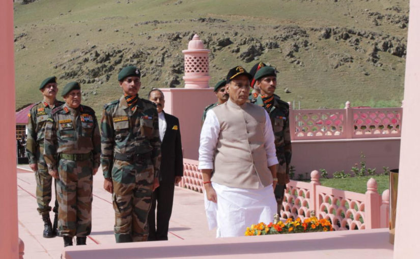 Raksha Mantri pays homage to Martyrs at Kargil War Memorial at Dras