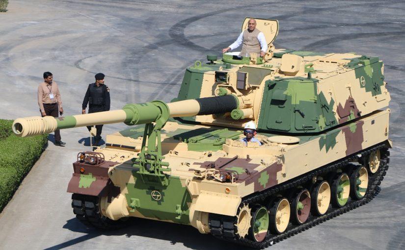 रक्षा मंत्री श्री राजनाथ सिंह ने गुजरात में एलएंडटी बख्तरबंद प्रणाली परिसर से 51वीं के9 वज्र-टी गन को रवाना किया