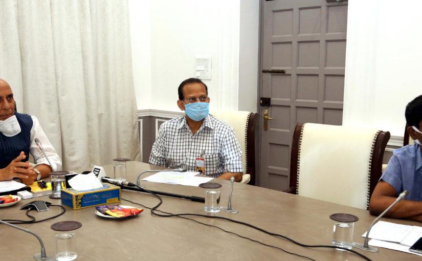 रक्षा मंत्री श्री राजनाथ सिंह ने कोविड-19 के प्रभावों को कम करने तथा लॉकडाउन के बाद की योजनाएं तैयार करने में डीपीएसयू और ओएफबी के सहयोग की समीक्षा की