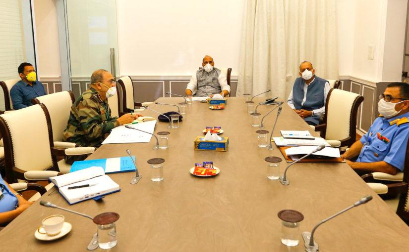 लॉकडाउन से हो रही दिक्कतें दूर करने के उपायों पर चर्चा, राजनाथ सिंह की अध्यक्षता में हुई बैठक